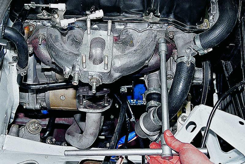 Фото №1 - замена прокладки впускного коллектора ВАЗ 2110
