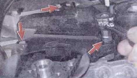 Выверните три болта - Renault Logan II замена и регулировка натяжения ремня привода ГРМ K4M