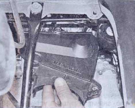 Снимите крышку - Renault Logan II замена и регулировка натяжения ремня привода ГРМ K4M