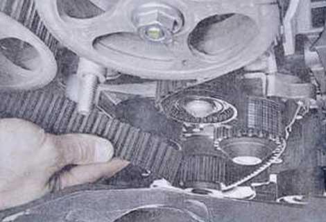 Снимите ремень - Renault Logan II замена и регулировка натяжения ремня привода ГРМ K4M