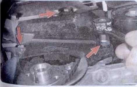 Выверните три болта крепления нижней крышки - Renault Logan II замена и регулировка натяжения ремня привода ГРМ K7M