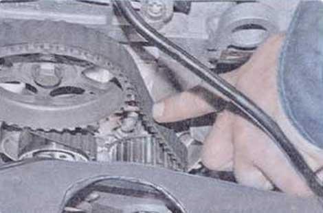 Определить прогиб - Renault Logan II замена и регулировка натяжения ремня привода ГРМ K7M