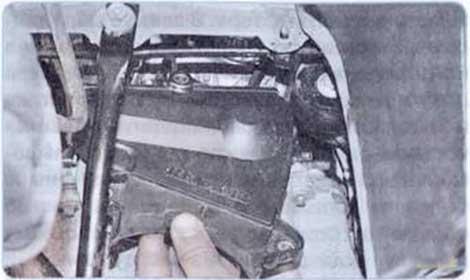 Снимите крышку - Renault Logan II замена и регулировка натяжения ремня привода ГРМ K7M