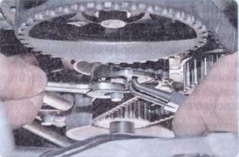 Проверните ролик - Renault Logan II замена и регулировка натяжения ремня привода ГРМ K7M