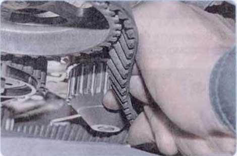 Сняв ремень - Renault Logan II замена и регулировка натяжения ремня привода ГРМ